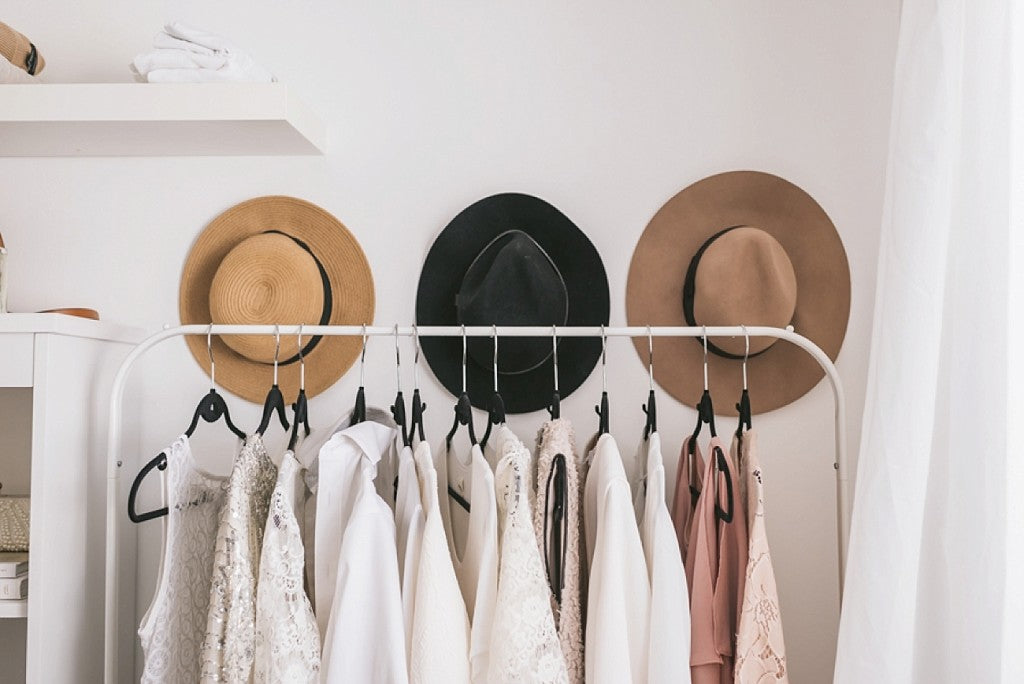 HOW TO BUILD A MATERNITY CAPSULE WARDROBE