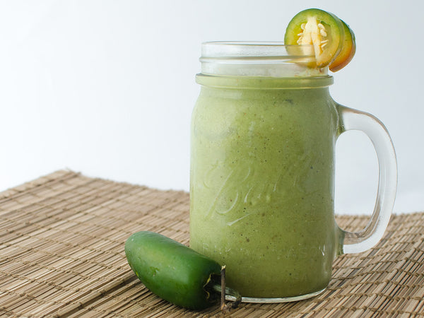 Mango spinach and cayenne pepper smoothie