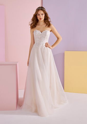 White One AWEN Bridal Pronovias Wedding Dress Embroidered Tulle A line Silhouette