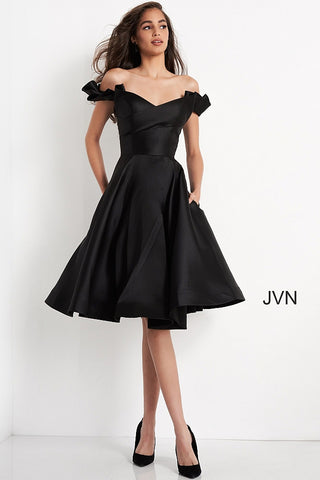 Jovani JVN04718 is a Beautiful Mikado Knee length formal cocktail dress. Featuring off the shoulder ruffle sleeves that wrap around the fitted bodice. Pockets in the skirt and edges features a horse hair trim. So Versatile with so many color options! Great for Red Carpet, Prom, Formals, Homecoming & More! JVN 04718 Available Sizes: 00,0,2,4,6,8,10,12,14,16,18,20,22,24  Available Colors: BLACK, FUCHSIA, IVORY, NAVY, RED, TAUPE