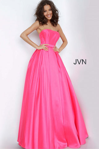 JVN 1080 is a strapless ball gown Prom Dress, Pageant Gown & Formal Evening Wear. This strapless Ballgown Features a Fitted bodice with Boning, and a Full Pleated Ballgown skirt with Pockets.