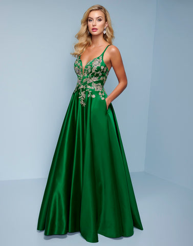 Splash Prom K578 V neckline satin A line prom dress with embellished applique bodice.  The full floor length skirt on this formal evening pageant gown has pockets. Color  Emerald  Sizes  00, 0, 2, 4, 6, 8, 10, 12, 14, 16, 18, 20, 22, 24, 26, 28