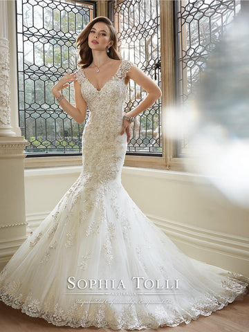 Sophia Tolli Rana Lace Ivory Mermaid Wedding Gown Size 6 Lace Sleeve