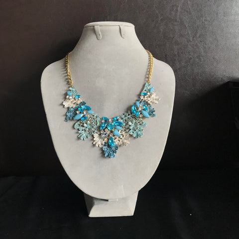 Metal Lace Necklace with Jewels in Light Blue