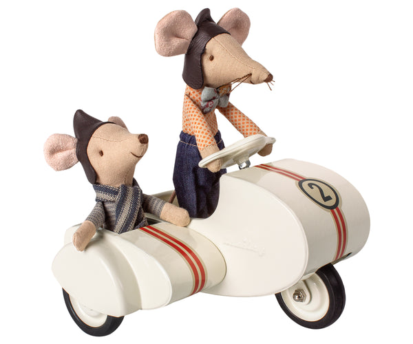 maileg mice in scooter with sidecar