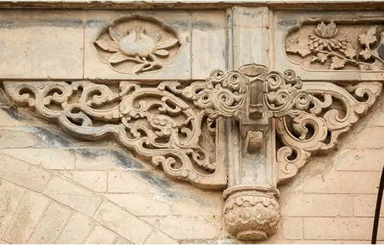 The cloud motif applied in traditional Chinese architecture.