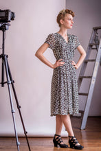 Load image into Gallery viewer, Jenna Wild Daisy Green Dress