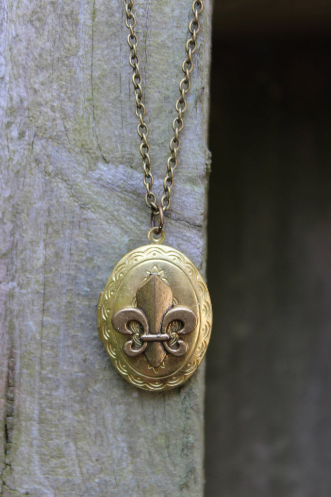 VIntage Fleur De Lis Locket  Oval Locket  New Orleans Saints or France Paris Gift for saints fan NOLA