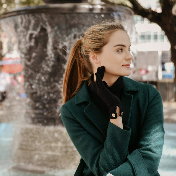 Cornelia | Merino Wool glove with a button cuff link