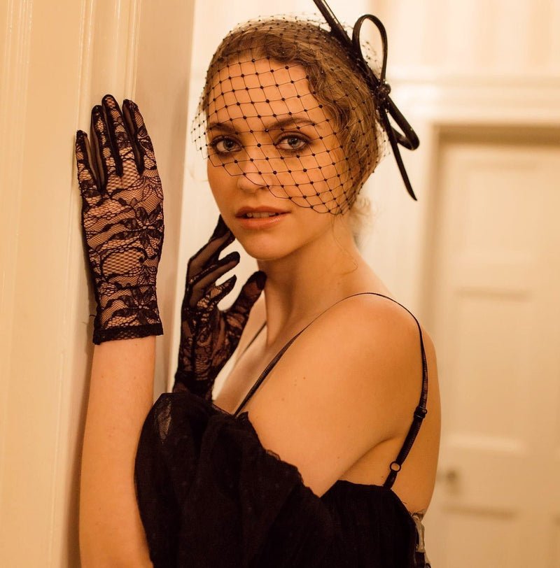 Nancy - Lace Glove