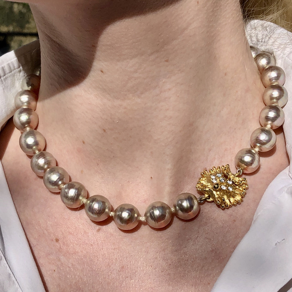 vintage dior necklace with rhinestone clasp