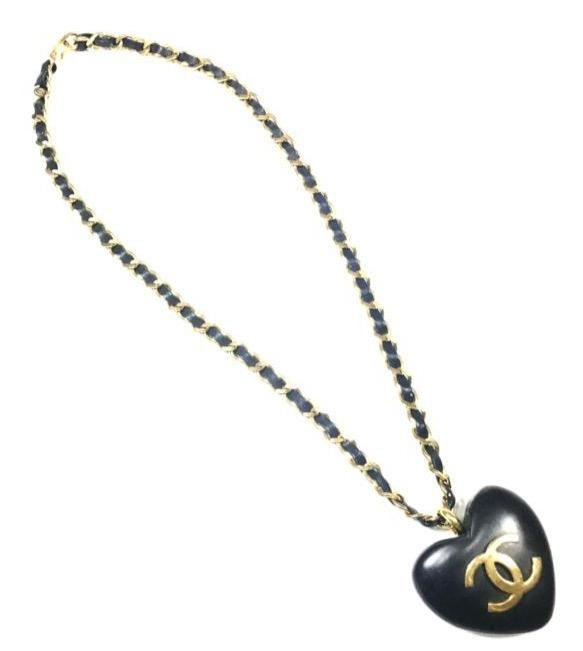 vintage chanel wooden heart necklace