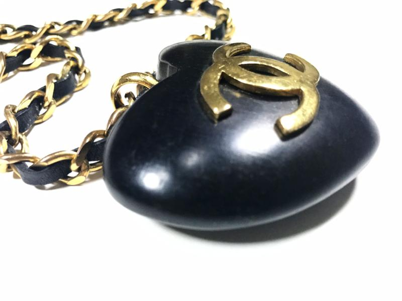 vintage chanel wooden heart pendant necklace