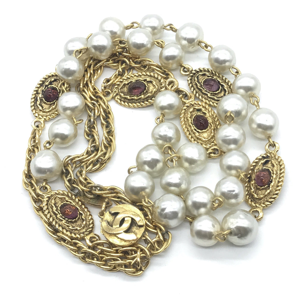 vintage chanel pearl and gripoix necklace