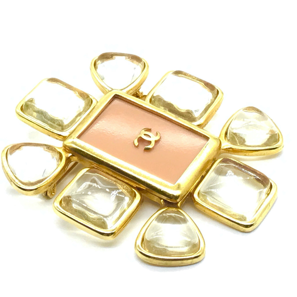 chanel pink brooch with lucite