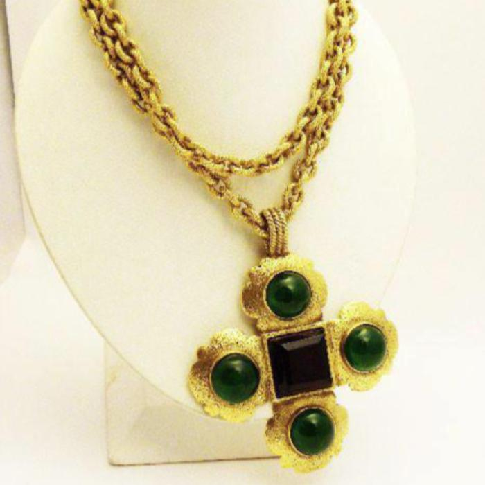 chanel necklace. vintage chanel necklace with scalloped gripoix cross front