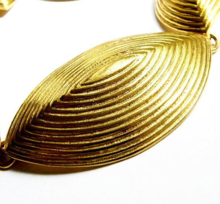 YSL etched oval necklace set detail