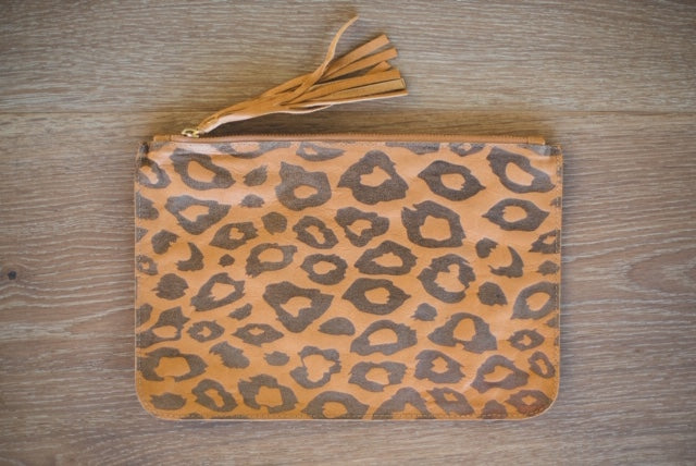 ALOLA MAUI Cheetah Dreams Leather Clutch | Cappuccino