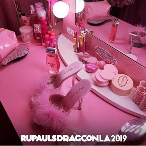 Vanity Girl offers the best Hollywood lighting at Drag Con LA 2019 for Queens serious about their slay