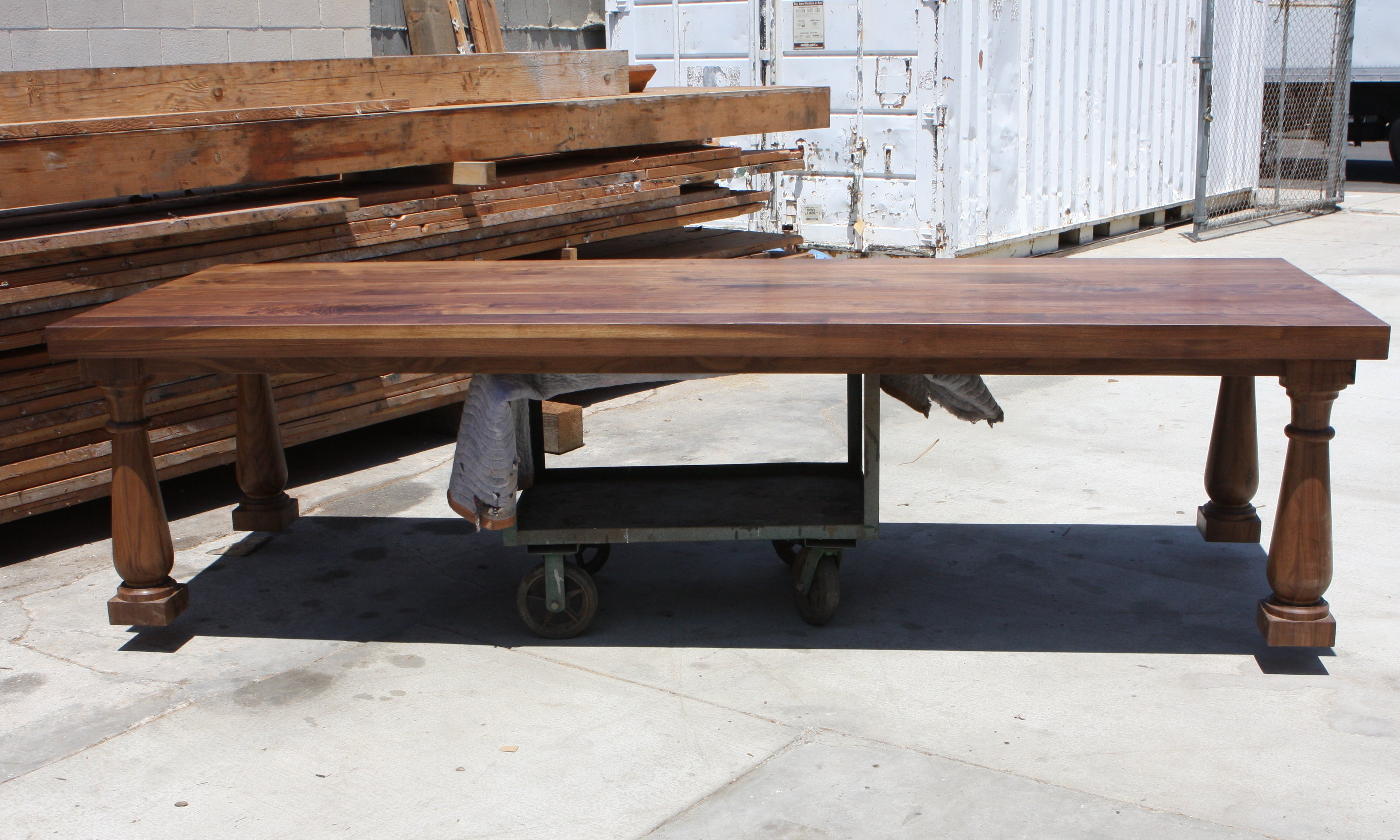 Postobello dining table built in solid walnut