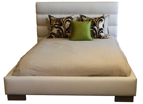 Beatriz Queen Size Upholstered Bed