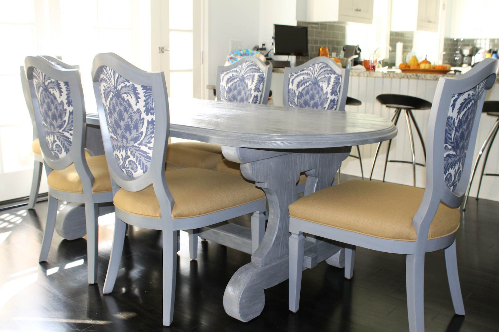 Reclaimed Wood Lourdes Dining Table With Shield Back Chairs