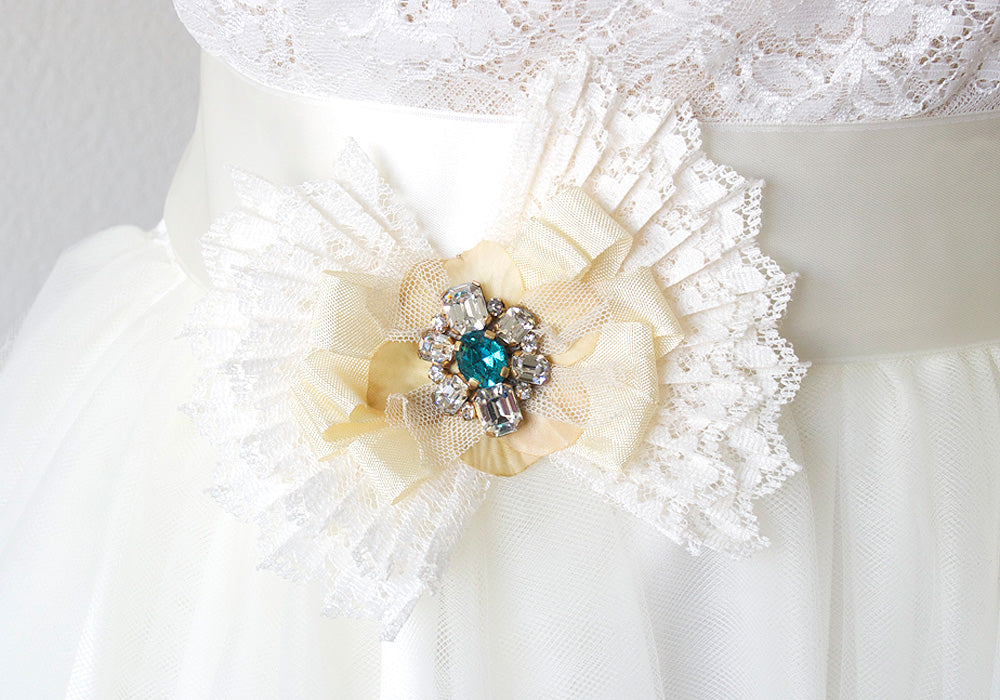 Wedding dress sash pin