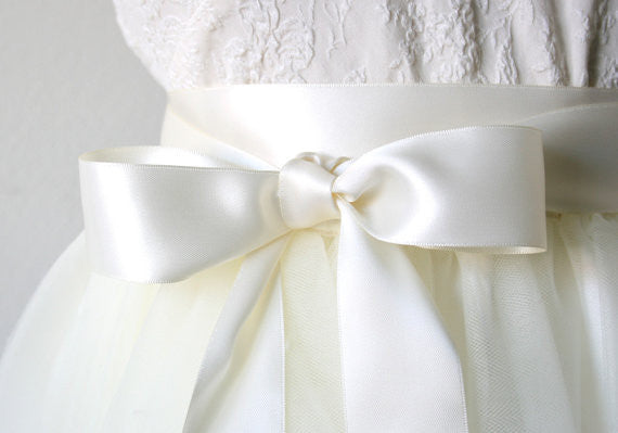 Antique white satin ribbon belt