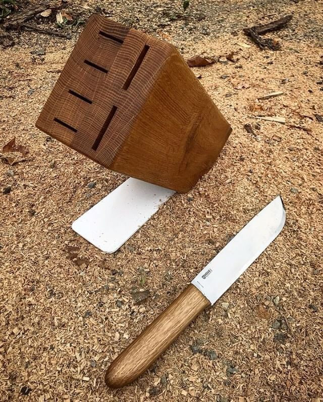 Knife Block & Kitchen Knife (April 4 & 11)