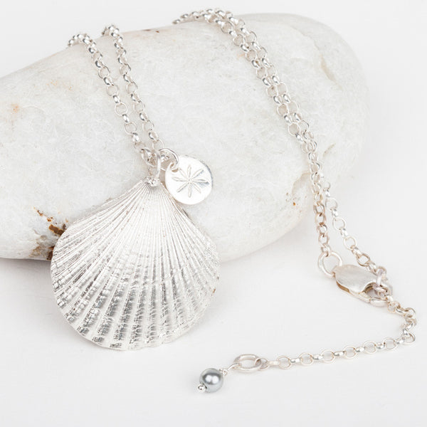 Scallop Shell Medium Chain Necklace
