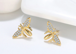 Buzzin' bee stud earrings
