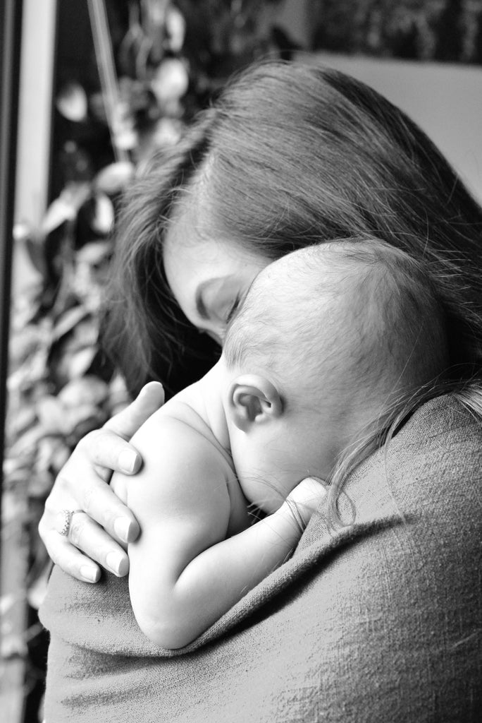 7 tips for better mother baby bonding - wholesome linen blog