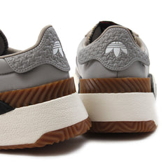 adidas AW Turnout Trainer (Light Brown/Chalk White/Core Black)