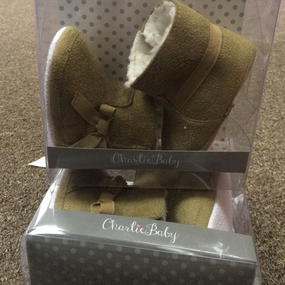 Boots with the fur - Baby Shoes - Pi Style Boutique - Giftcraft - Little Ones - 2