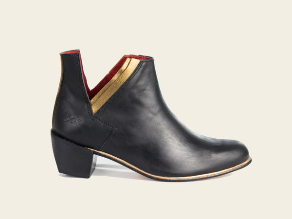 Womens Mohua Black Boots by Bestias