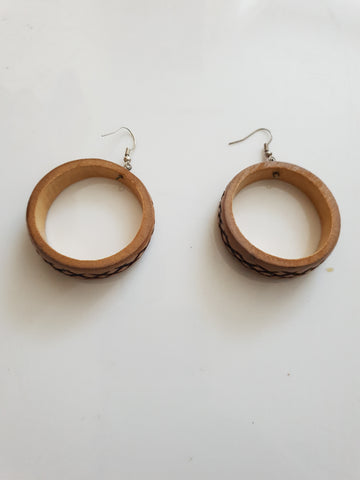Bamboo varnished circle earrings