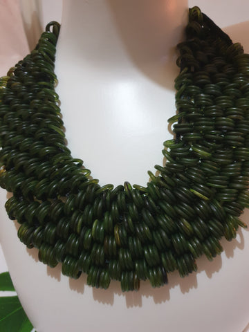 Honeycomb style necklace - Green bead detail