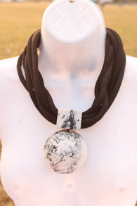 Rope necklace with white and black feature