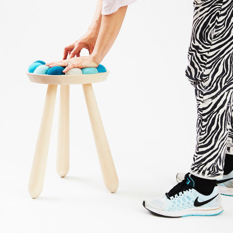 Aveva Design WOW STOOL Hocker aus Buchenholz in blau