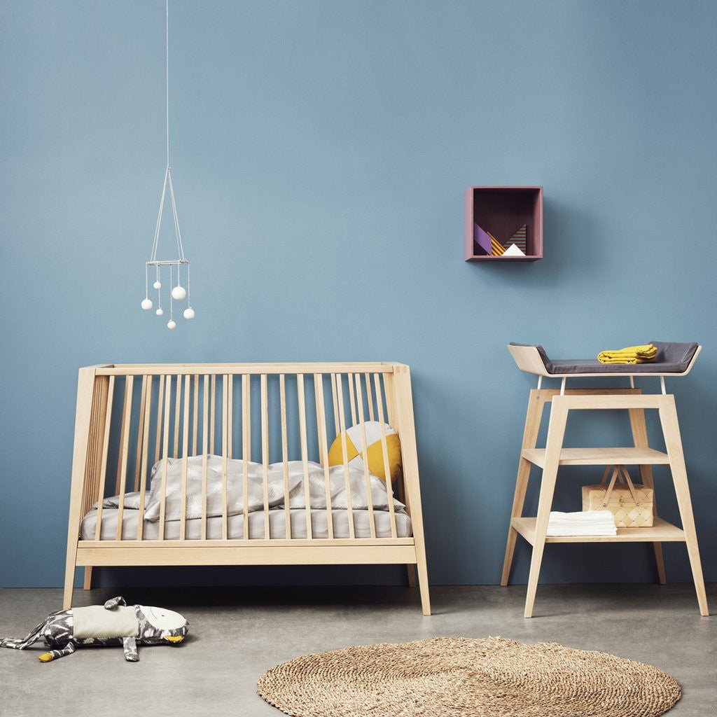 leander linea babybett in eiche online kaufen kidswoodlove. Black Bedroom Furniture Sets. Home Design Ideas