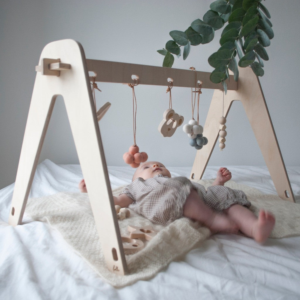 loullou spielbogen baby gym in natur online kaufen kidswoodlove. Black Bedroom Furniture Sets. Home Design Ideas