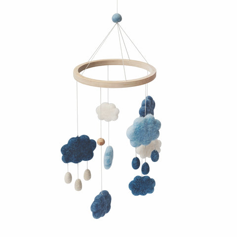 "Sebra Baby-Mobile ""Wolken"" aus Filz (57x22 cm) in denim blue"