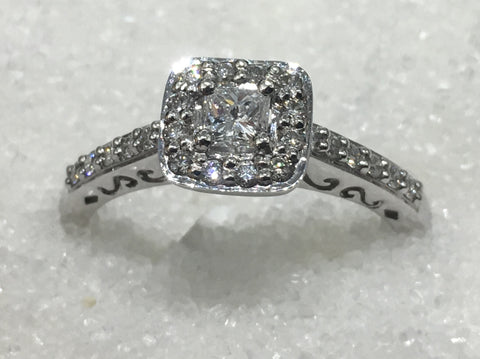 9ct Cluster Diamond Ring TDW .42ct