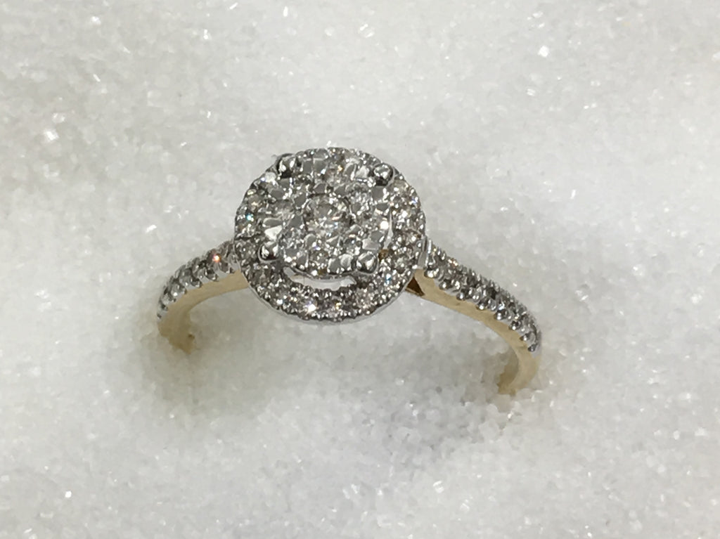 9ct Halo Cluster Diamond Ring TDW .31ct