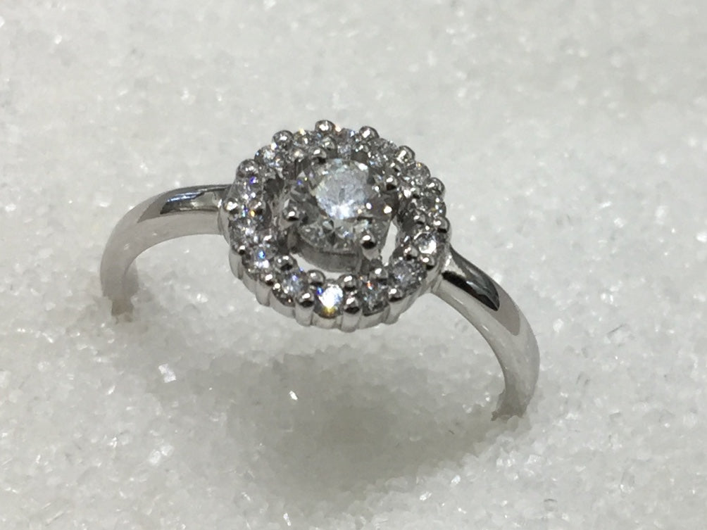 18ct Cluster Diamond Ring
