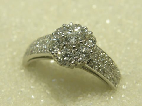 18ct Cluster Diamond Ring TDW 1.00ct