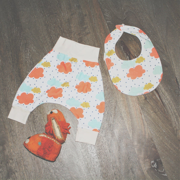 BE love kids organic gift set organic harem pants and organic bib