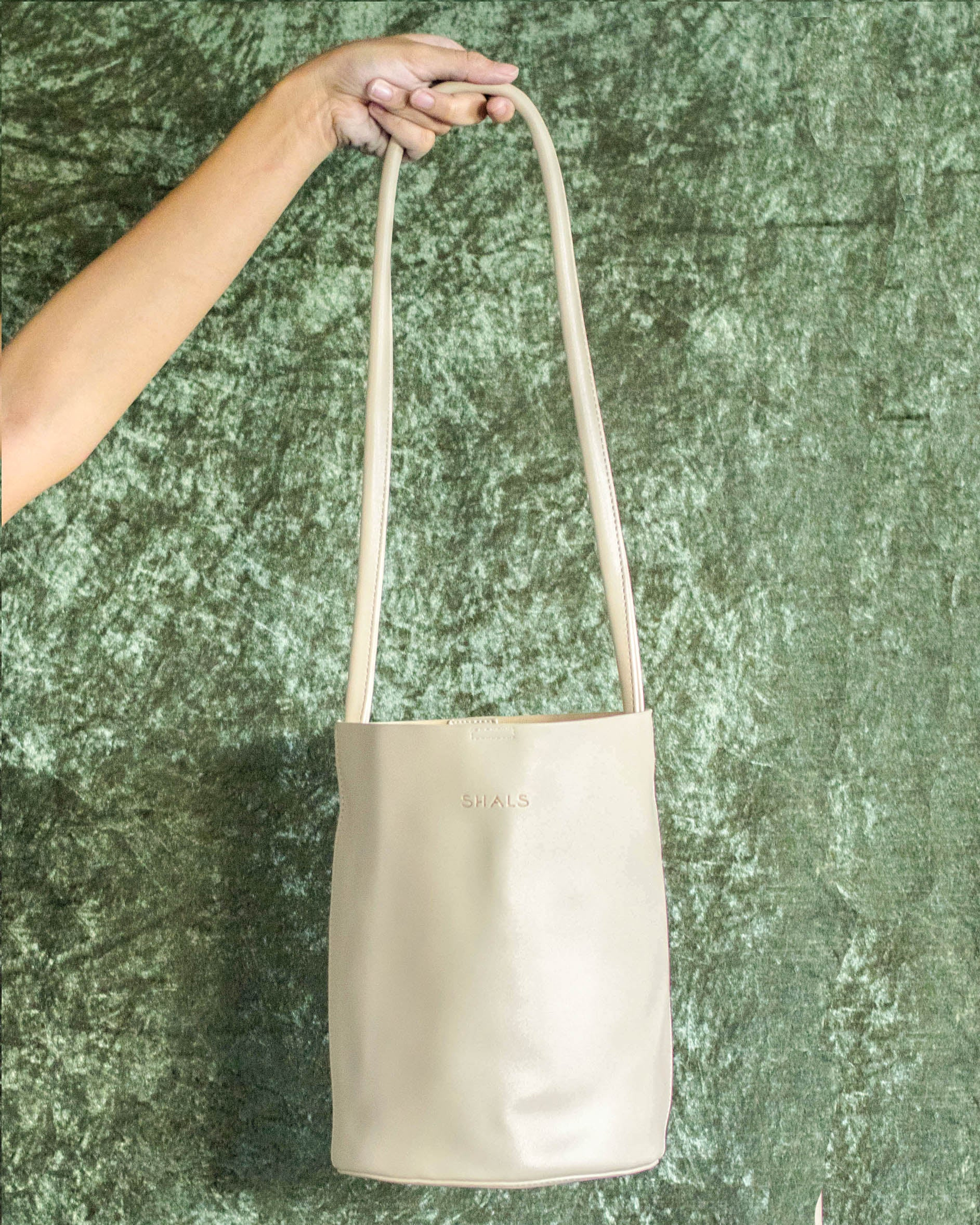 Kendall Bucket Bag in Beige