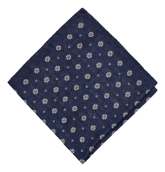 Wintery wool-silk pocket square in blue