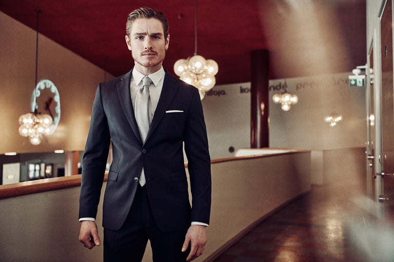 Jeremias suit in steel blue chameleon merino wool